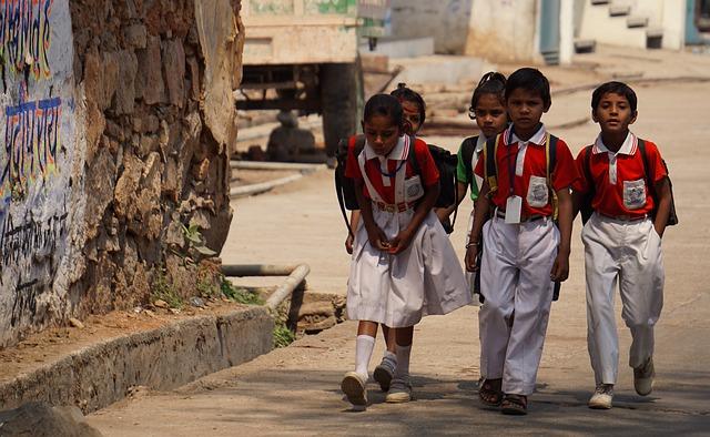 děti v uniformách