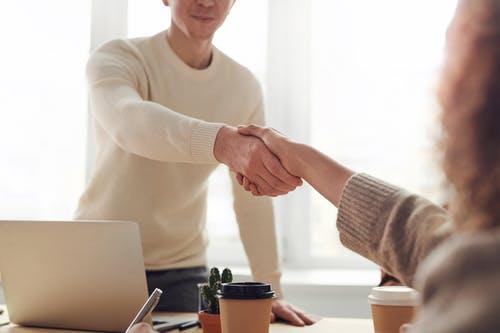 podnikání podání ruky